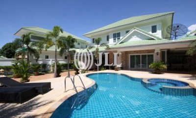 Gorgeous Two Storey House in North Pattaya View1